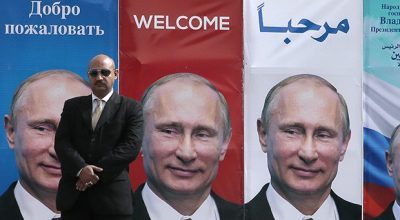 Плакаты с изображением президента России Владимира Путина на улицах Каира