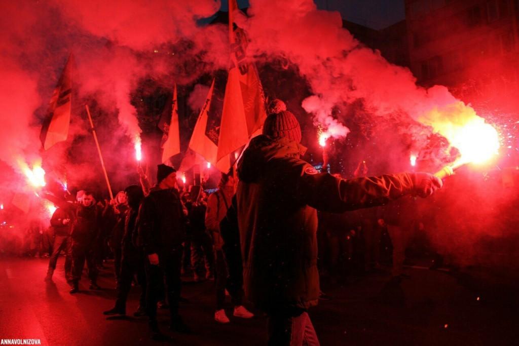 """Нацисты """"Азова"""" провели в Мариуполе факельное шествие"""