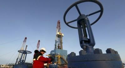 Срыв переговоров в Дохе: цены на нефть рухнули, рынок лихорадит