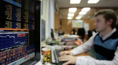Российский рынок акций растет вслед за нефтью и рублем