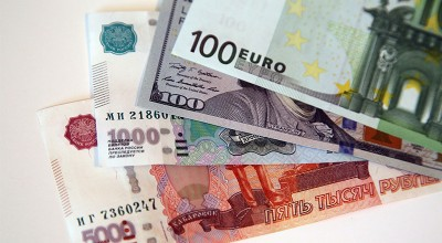 Бешеный доллар: почему россияне активно скупают валюту?