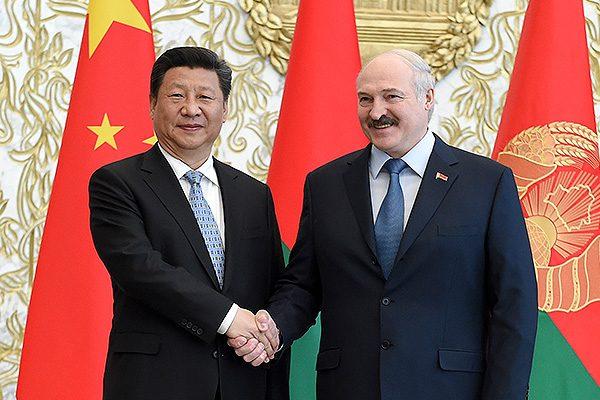 Скользкий шелковый путь: Стоит оступиться и экономика Белоруссии рухнет