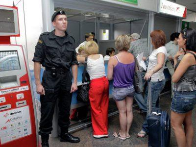 Как должникам выехать на отдых за границу?