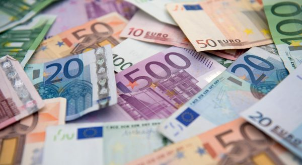 Почему евро предпочтительнее доллара?