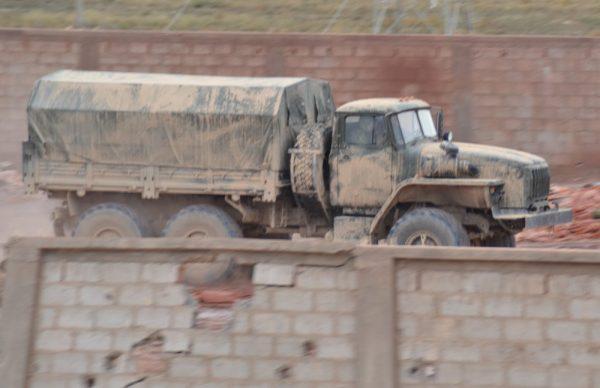Почему военные РФ ездят в пустыне на темно-зеленой технике