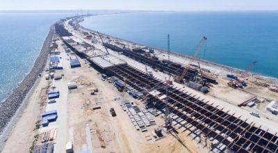Строители Крымского моста завершили сооружение половины опор