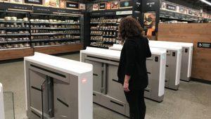 Amazon открыл в США первый магазин без касс