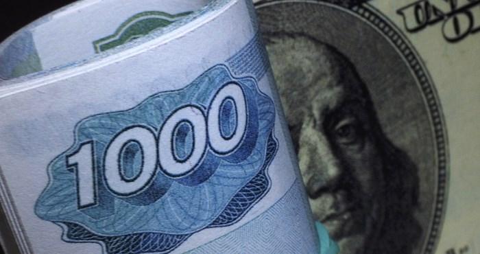 «Кто-то в США продал рубли на $1 млрд»: почему российская валюта резко ослабела