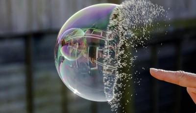 Стоит ли центробанкам лопать финансовые пузыри?