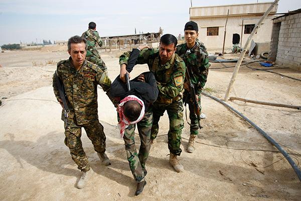 Арестованный суннитами боец Свободной армии Сирии