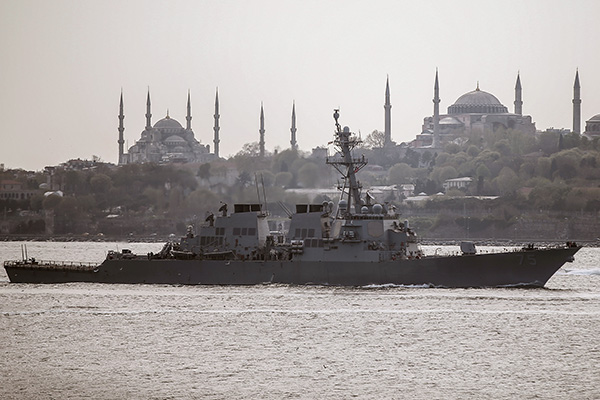 Военные корабли в Босфоре