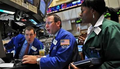 Обвал цены нефти усилил распродажи, доллар выше 75