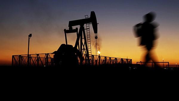 Стоимость нефти снижается на фоне данных API и новостях из Ирана