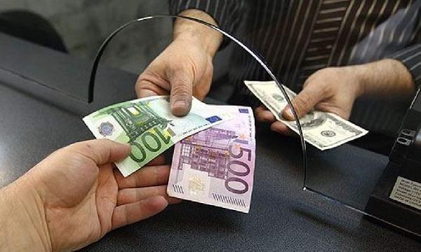 """Средний курс евро со сроком расчетов """"завтра"""" по итогам торгов на 19:00 мск составил 73.9376 руб."""