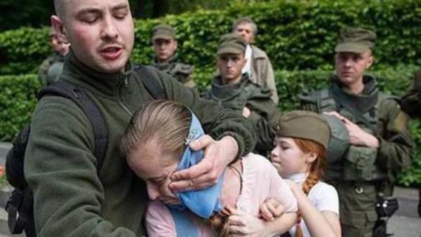 Ублюдок в нацисткой майке