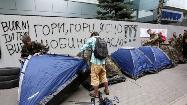 """К осаде """"Интера"""" в Киеве: вот поэтому Порошенко и не позвали в Китай"""