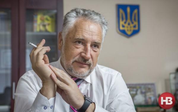 Комендант Донбасса и фюрер «Азова» предложили Олланду ходить по донецким дворам с пачкой листовок