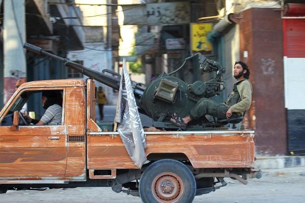 Зенитное орудие в кузове пикапа в городе Ариха