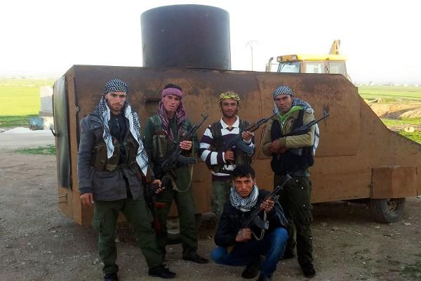 Повстанческий бронеавтомобиль на окраине Кобани