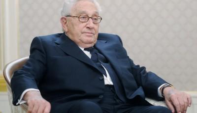 Трамп по рекомендации Киссинджера хочет снять санкции с России