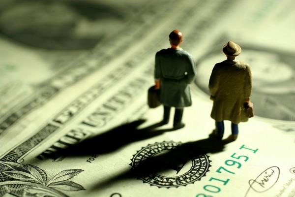Мировой долг достиг рекордных 325% ВВП
