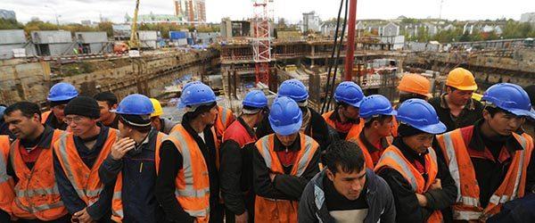 Парадокс рынка труда в РФ: Своих безработных полно, а мы мигрантов нанимаем