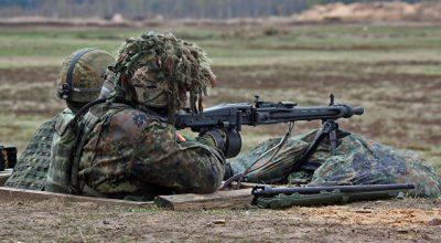 Почему армии США для маневров требуется