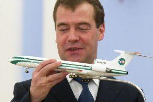 Премьер Медведев оставит Россию без авиапрома