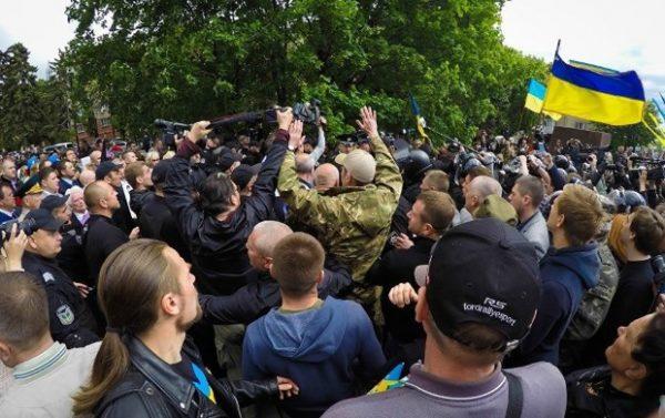 "Власти Украины мстят за ""Марш Победы"" и Красное знамя"