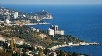 В Крыму растут инвестиции, а на Украине заставляют декларировать родню в РФ