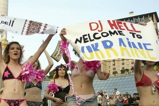 Украинки зарабатывают, обирая наивных иностранцев