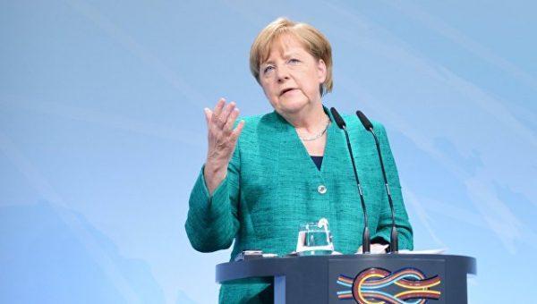 Меркель продолжает развод и начала раздел имущества