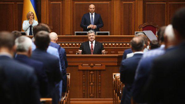 Неловкий манипулятор: что стоит за посланием Порошенко