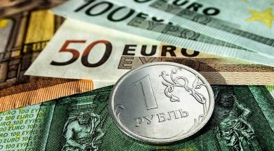 Доллар второй месяц снижается против рубля