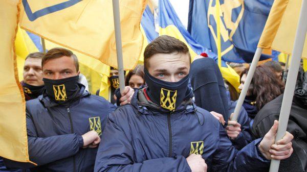 Порошенко делает ставку на радикальных националистов
