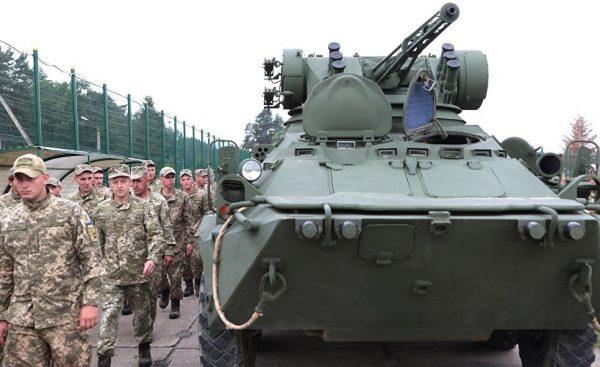 Военнослужащие армии Украины на церемонии открытия военных учений Rapid Trident-2017 в Львовской области