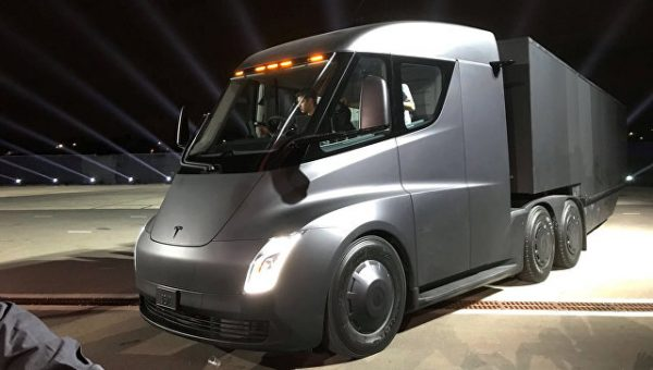 Илон Маск представил беспилотную фуру Tesla