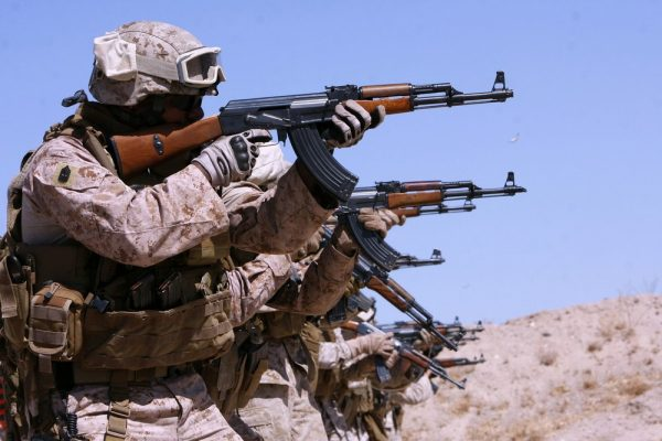 """""""Русский автомат идеально подходит США, в отличие от M16 """": американцы ответили автору NI, назвавшему АК-47 """"крестьянским"""" оружием"""
