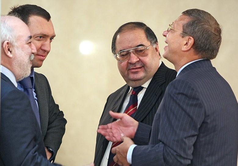 Ельцинских олигархов хотят отделить от путинских